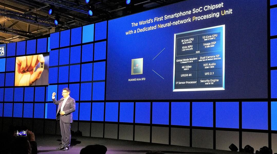 Huawei Consumer Business Group CEO Richard Yu stellte auf der IFA 2017 den Kirin 970 Chip vor (Bild: Cloudmagazin)