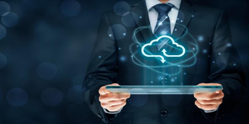 Bei der Hybrid Cloud handelt es sich um eine Mischform der beiden Cloud-Konzepte Private Cloud und Public Cloud. (Bildquelle: iStock/ Jirsak)